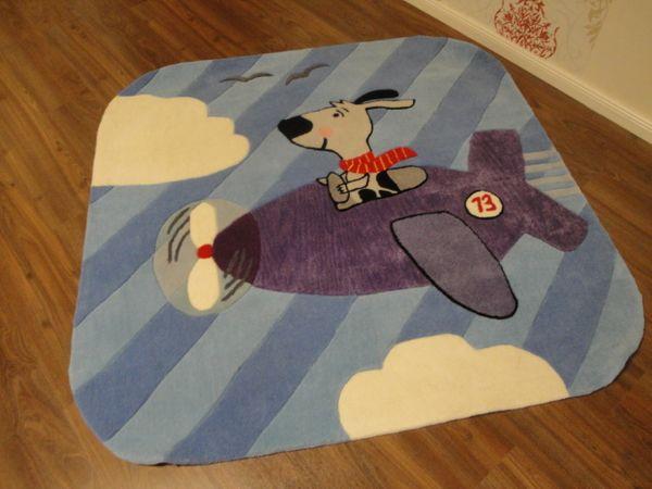 Kinderteppich- Gustav bei Fliegen, der Hund 150 x 150 cm Gustav und seine Freunde